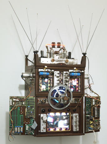 Nam June Paik - Internet Dweller: mpbd.three.cgsspv